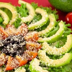 салат с авокадо и томатами